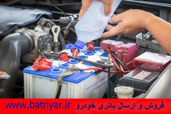 اضافه کردن آب مقطر به باتری